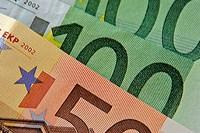 geld_50_100_eurobiljetten_closeup_200x133